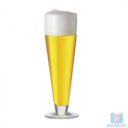 Copo com Cerveja Pilsen Tcheca