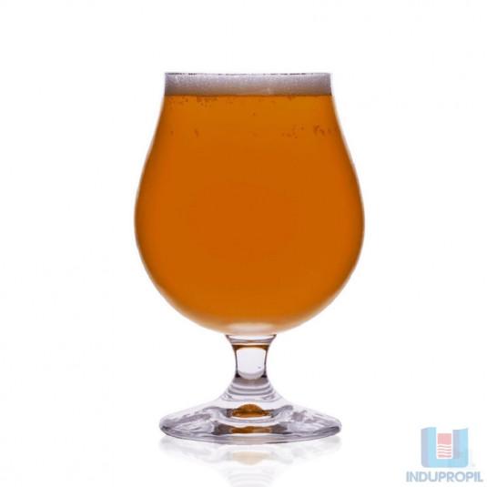 Copo com Cerveja Belga Saison