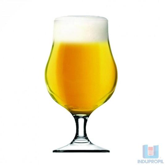 Copo com Cerveja Blond Ale